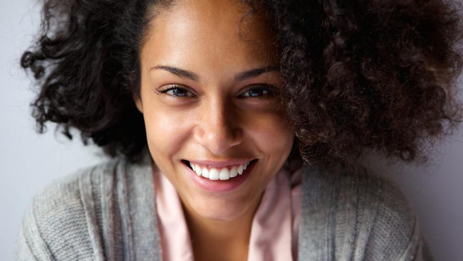 Soin visage : comment prendre soin des peaux noires et métissées